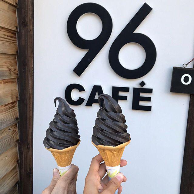 ・せつこ先生の地元《長浜》のご紹介・黒壁ガラス館ちかくの #96cafe 真っ黒なアイスでお歯黒になっちゃいますさっぱりしたアイスクリームでとっても美味しいオシャレでインスタ映えスポットにもなっています!・・【ご予約・お問い合わせ】#ナオエ夢鍼灸院( #滋賀 #近江八幡 )℡0748-32-1172.#温活 #妊活 #鍼灸 #妊活鍼灸 #不妊治療 #不妊 #赤ちゃんがほしい #滋賀妊活 #ベビ待ち #赤ちゃん待ち #ママになりたい #妊活記録 #妊娠検査薬 #タイミング #タイミング法 #アイスクリーム #黒アイス #お歯黒 #黒壁ガラス館 #黒壁スクエア #長浜 #長浜カフェ #滋賀観光 #長浜観光