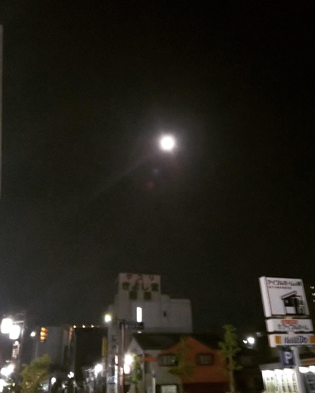 夕べ帰り道に綺麗なお月さまに会えましたフラワームーンだそうです満月のお月さまはネガティブな自分の気持ちを手放すようお願いすると叶えて下さるそうです!綺麗なお月さま見るとホッとします。今夜もまたお月さまに会えますように【ご予約・お問い合わせ】#ナオエ夢鍼灸院( #滋賀 #近江八幡 )℡0748-32-1172  #鍼灸 #妊活 #不妊治療 #妊活鍼灸#不妊#赤ちゃんがほしい #ベビ待ち #ママになりたい #妊活記録 #温熱#癒し#大津 #石山 #草津#南草津 #栗東#堅田 #守山 #野洲 #彦根 #東近江